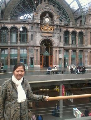 Nancy at Antwerp Central Station, Gemstone Creations