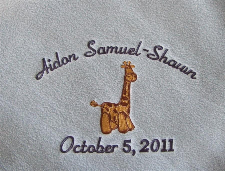 Personalized baby blanket with giraffe TMF1008