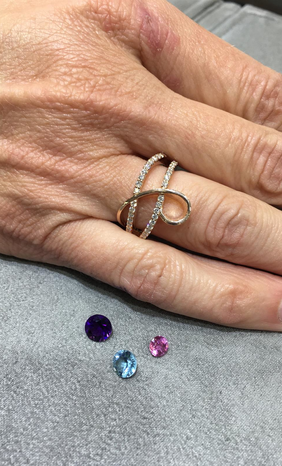 mounting with loose gems