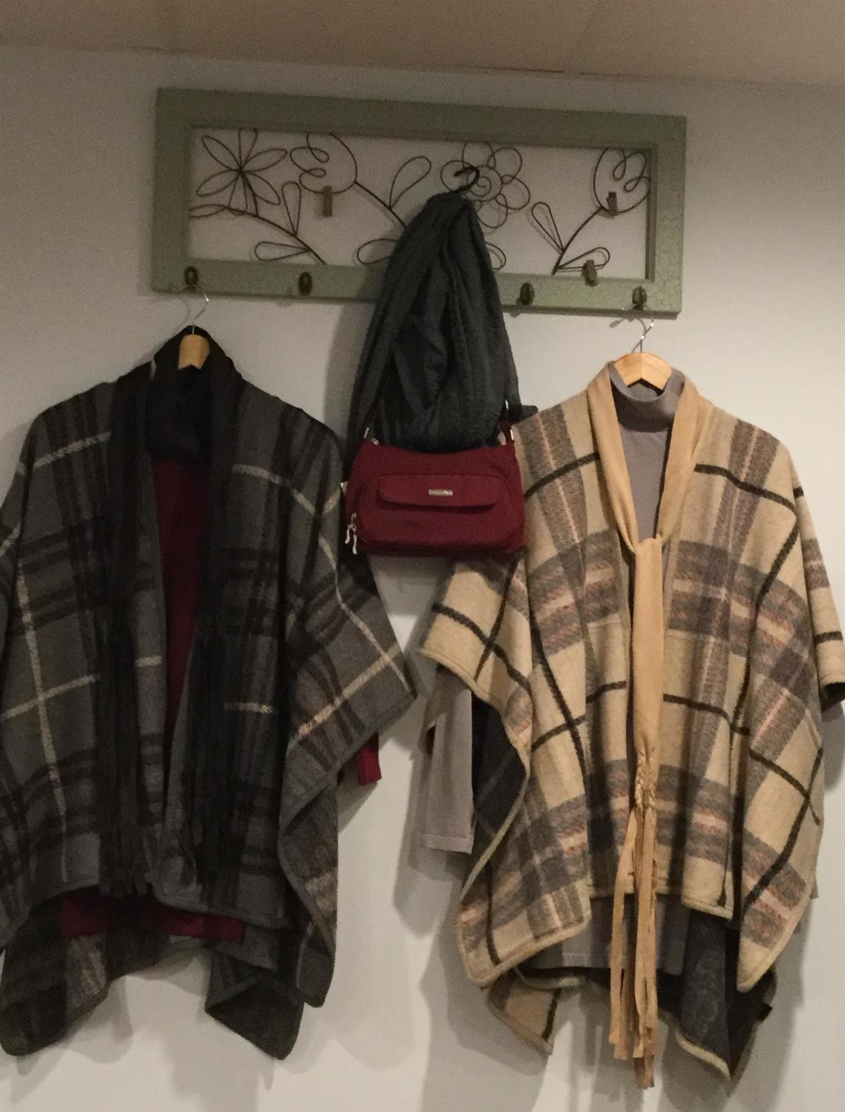 Capes_Shawls_Plaid_Wraps