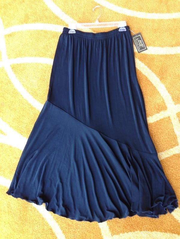Black Travel Knit Flounce Skirt