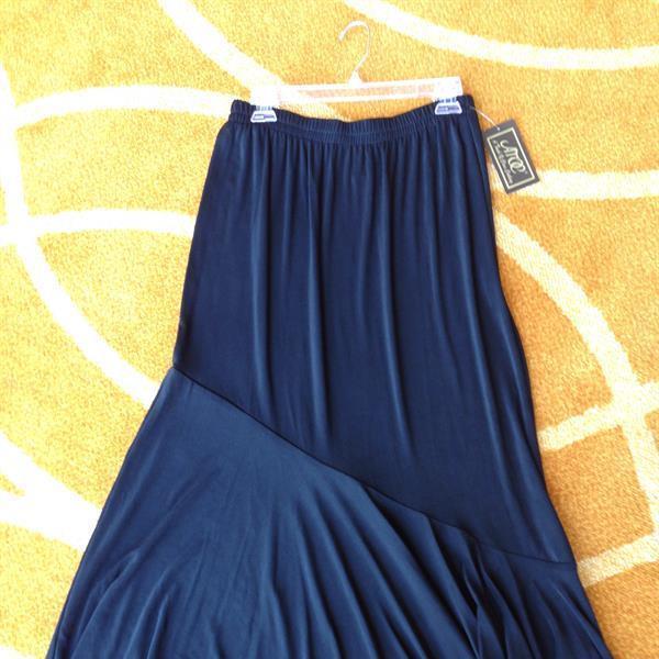Black Travel Knit Flounce Skirt