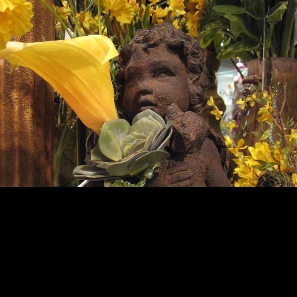 statuary_figurines_flowers_greenery_crocks_succulents