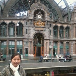 Nancy at Antwerp Central Station, Gemstone Creations