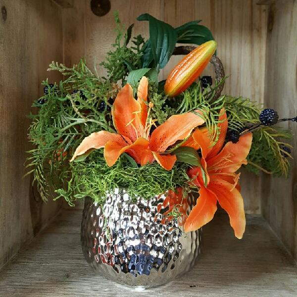 Custom_floral_arrangements_lily_woodsy_greenery