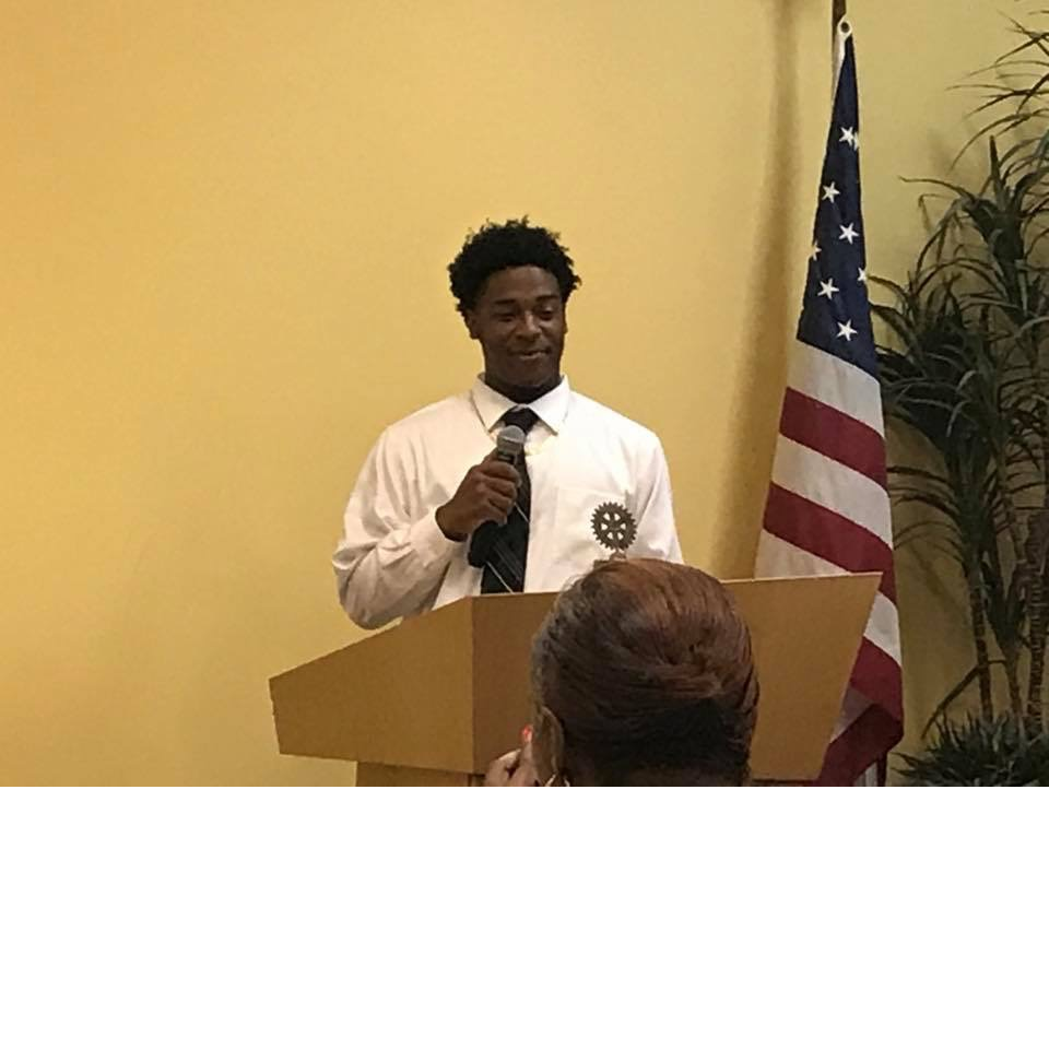 Isaiah Gibson speaking to Vidalia Kiwanis Club