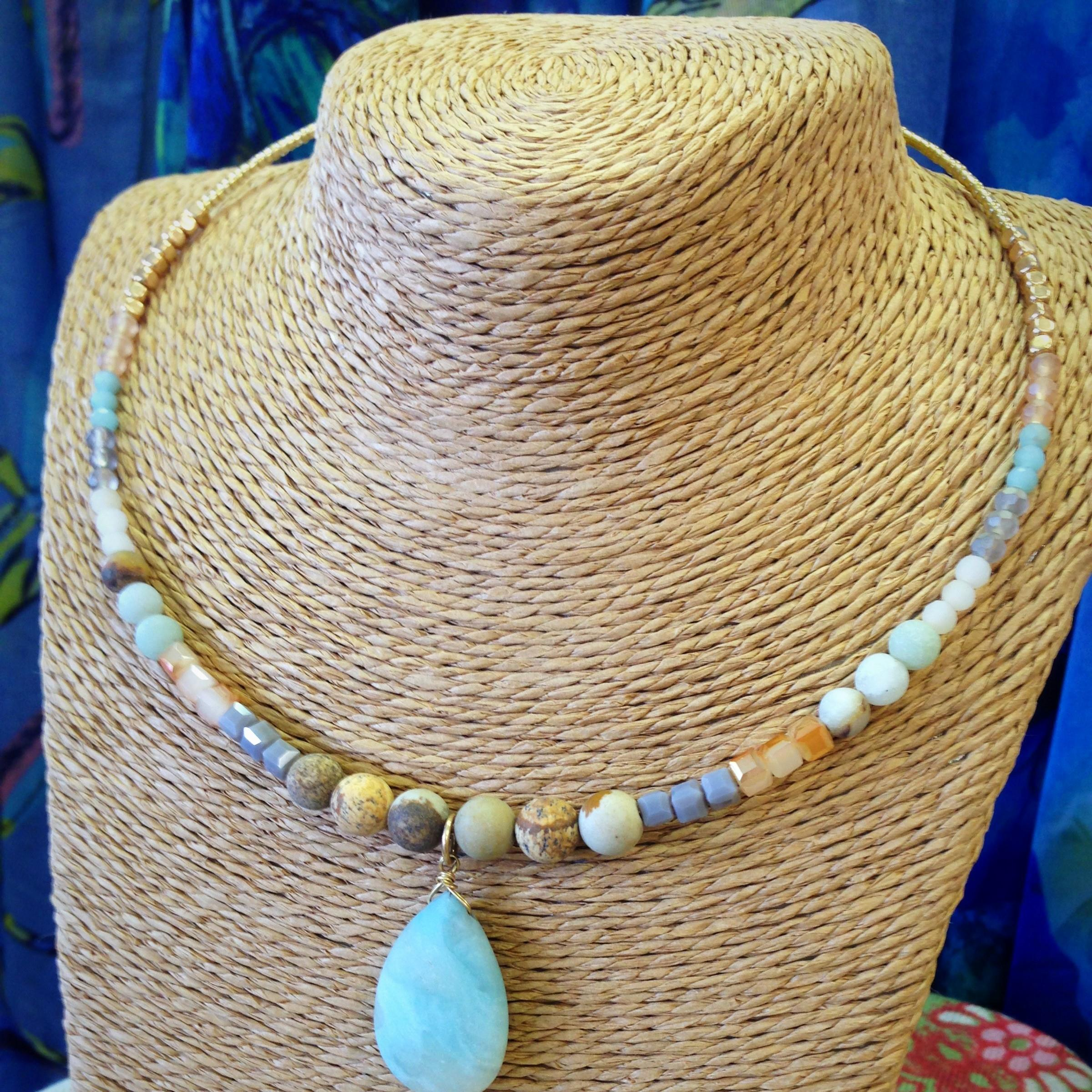 natural stone, beads, gold, teardrop, jewelry, necklace